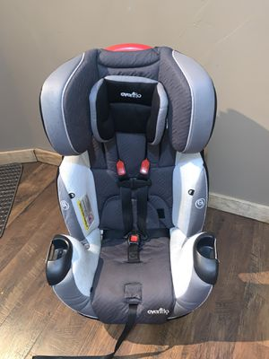 Evenflo Symphony Convertible car seat 5-110lbs for Sale in Gig Harbor, WA