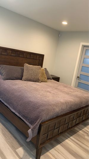 Real wood,cal king, 4 piece bedroom set, in excellent condition for Sale in Los Angeles, CA