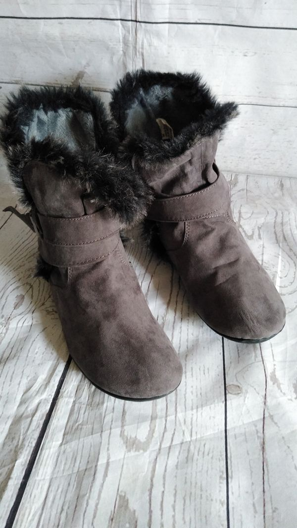 Beautiful Rouge Boots , women's size 9. ( excellent condition )
