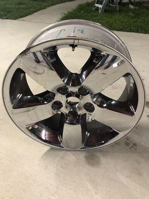 """2018 Dodge Ram 1500 only 1 chrome rim minor damaged side 20"""" inch for Sale in Humble, TX"""