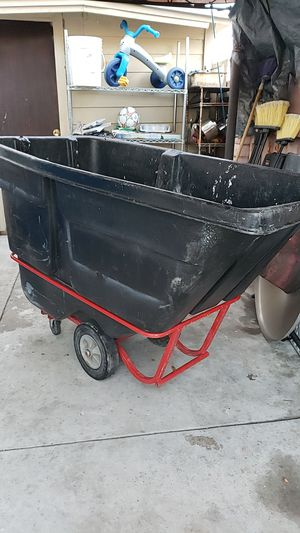 Rubbermaid rolling removal car for Sale in Santa Ana, CA