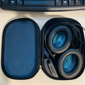 Bose quietcomfort 25 with case for Sale in Upland, CA