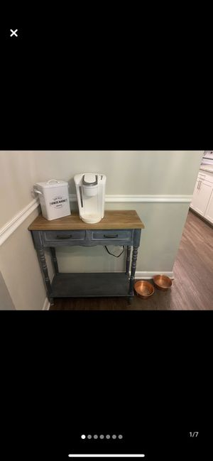 Coffee / entry way table for Sale in Alexandria, VA