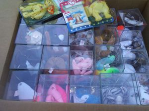 MOMS 1990s BEANIE BABIES IN PLASTIC BOXES for Sale in Chesapeake, VA