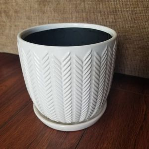 "6"" ceramic flower pot with saucer for Sale in Hacienda Heights, CA"
