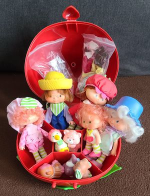 ($60) VINTAGE 70's 80's STRAWBERRY SHORTCAKE DOLLS, ACCESSORIES AND STRAWBERRY CARRYING CASE for Sale in Stockton, CA