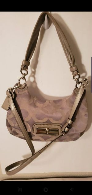 Coach flap bag,removable strap EXCELLENT CONDITION for Sale in Austin, TX