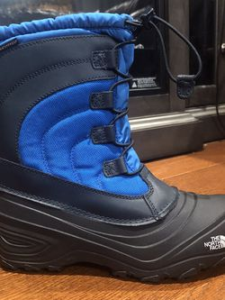 New NorthFace Boys Snow Boots ( Size 6Y) for Sale in Philadelphia,  PA