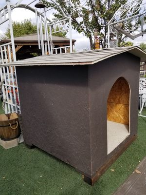 Dog house perfect for all your breed dogs is really big for Sale in Moreno Valley, CA