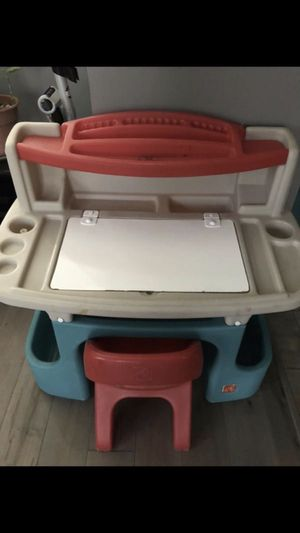 kids desk w chair for Sale in Saint CLR SHORES, MI