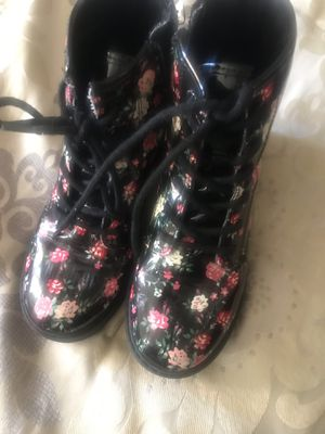 Children's place girls boots size 13 for Sale in Ambridge, PA