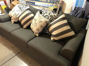 Couch for sale PUO for Sale in Victorville, CA