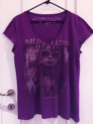 Super Cute! V-Neck Tee w Rhinestones, Size XXL for Sale in Las Vegas, NV