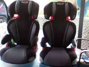 2 Graco kids car safety seats w/ side impact protection and cup holders for Sale in Palm Bay, FL