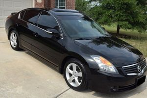 Such a beautiful car for sale. 2008 Nissan Altima no issue. FWD/Wheelss for Sale in Wichita, KS