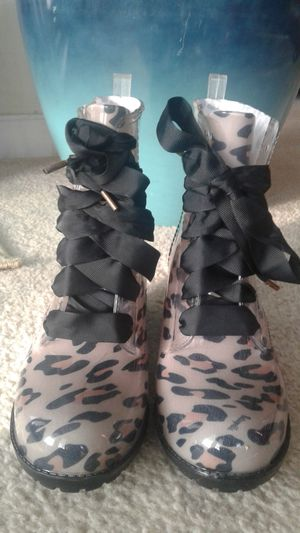 Betsyville rain boots size 10 for Sale in Norfolk, VA