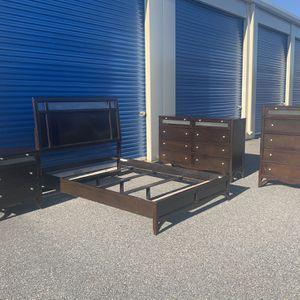 Queen Bedroom Set for Sale in Virginia Beach, VA