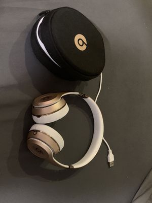 Beats solo 3 with case and charger for Sale in Miami, FL