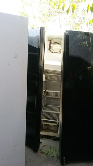 Free dos refrigeradores for Sale in Fontana, CA
