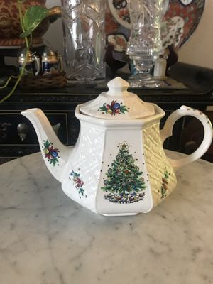 Beautiful Christmas tea pot for Sale in Chino Hills, CA