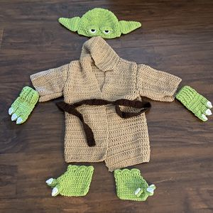 Mandalorian Star Wars baby Yoda infant costume size 6 months-9 'months for Sale in Huntington Beach, CA