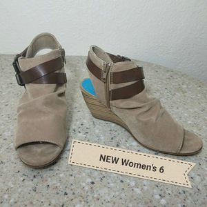 NEW Blowfish shoes Womens 6 for Sale in Moreno Valley, CA