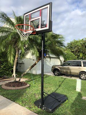 Basketball Hoop - Lifetime - Shatterproof for Sale in Coral Springs, FL