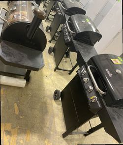 Barbecue grill liquidation sale 👍🏽👍🏽👍🏽😁😊😊😯😯☝🏽😆😁😄😀😀 2 G for Sale in China Spring,  TX