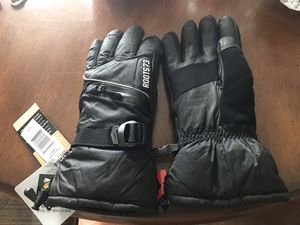 Roots cold weather snowmobile, snowboarding gloves NEW for Sale in Phoenix, AZ