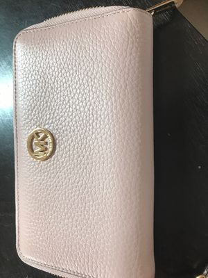 Michael kors wallet for Sale in Sunbury, OH