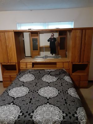 Complete bedroom set for Sale in Covington, KY