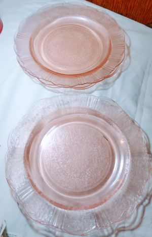 2 like new pink depression glass plates for Sale in Medford, OR