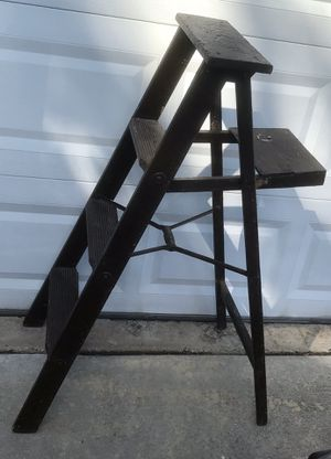 Vintage 4ft Wood Ladder for Sale in O'Fallon, MO