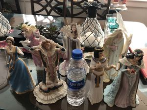 Disney princessess lenox 7 pieces. Good condition for Sale in Westville, NJ