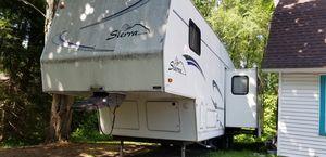 Sierra fifth wheel trav trailer for Sale in Freeland, MI