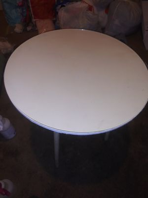 Glass top round table for Sale in Corning, CA