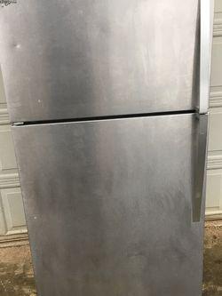 Whirlpool Stainless Refrigerator for Sale in Beavercreek,  OR