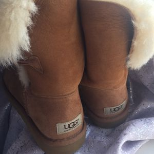 Women's Ugg boots for Sale in Philadelphia, PA