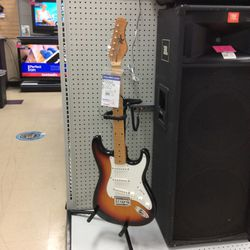 Rogue Electric Guitar for Sale in Kenmore,  WA
