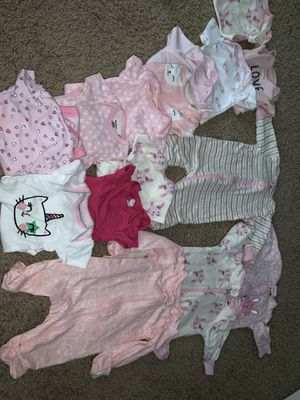 Newborn clothes + blanket and diapers size 1 for Sale in Dallas, TX