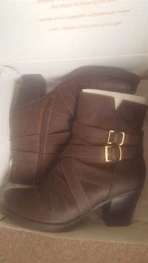 Never worn size 9 boots for Sale in Farmington Hills, MI
