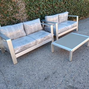 Outdoor Patio Furniture Set for Sale in Los Angeles, CA