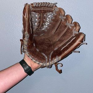 Easton Mako Infield Glove for Sale in Yakima, WA