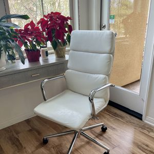 Office Chair In White Leather for Sale in Irvine, CA