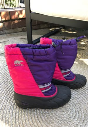 Sorel Girls snow boots 2 different sizes. Rt 5 & Lft 3 for Sale in Los Angeles, CA
