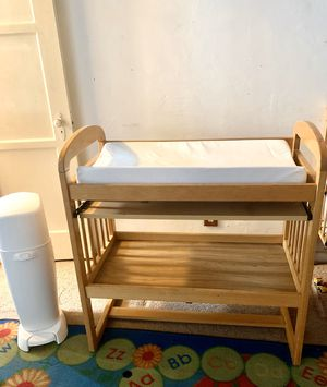 Baby changing table for Sale in Long Beach, CA
