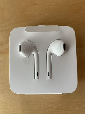 Apple headphone with mic remote lightning connector for Sale in Anaheim, CA