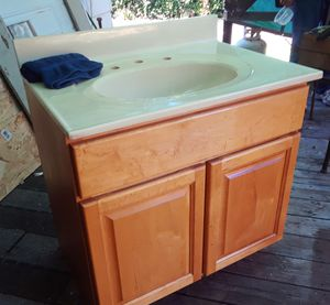 Clairmont collections bathroom vanity for Sale in Montesano, WA