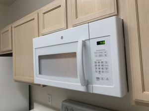 Newer Ge microwave need cleaned for Sale in Austin, TX