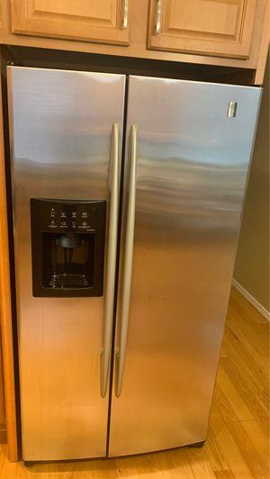 GE double door fridge - works great for Sale in Tigard, OR
